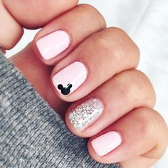 Inspiring Disney Nails Ideas For You To Try - Nails Disney Nails Inspiration For Cure Nail Art Round Nail Designs, Disney Nail Designs, Cute Simple Nail Designs, Trendy Nail Art, Stylish Nails, Easy Nail Art, Disney Inspired Nails, Disneyland Nails, Mickey Nails