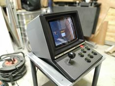 Recycling an old minitel to an arcade machine. Bartop Arcade, Arcade Joystick, Neo Geo, Retro Arcade Machine, Mini Arcade, Recognition Awards, Old Tv, Tv On The Radio, Pinball