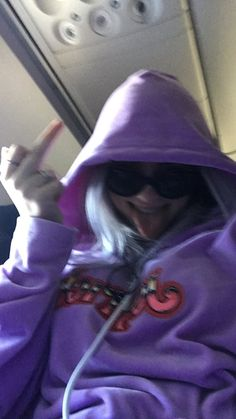 Celebs How much is Billie Eilish Worth ? Billie Eilish, Favorite Person, Reaction Pictures, Aesthetic Girl, Me As A Girlfriend, Queen, Wallpapers, People, Girls