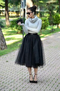 Feminine Looks Black Tulle Skirt Outfit Ideas 18 Black Tulle Skirt Outfit, Midi Rock Outfit, Tulle Mini Skirt, Skirt Outfits Modest, Midi Skirt Outfit, Winter Skirt Outfit, Winter Outfits, Tulle Skirts, Mode Simple