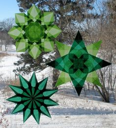 Window Stars for St. Patrick& Day Originally uploaded by Pictures by Ann Made three origami window stars for St. Am combin. Saint Patricks Day Art, St. Patricks Day, St Patrick's Day Crafts, Holiday Crafts, Holiday Ideas, Advent, Green Windows, Mandala, St Patrick's Day Decorations