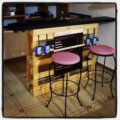 old pallet, kitchen island - good idea but I'd make a few adjustments so it wouldn't just look like a pallet with a black board on top