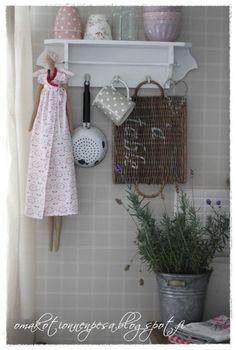 Oma koti onnenpesä: Kaikki on vinksin vonksin. Vintage Beauty, Pink Grey, Toilet Paper, Shabby, Cath Kidston, Beach House, Cottage, Home Decor, Kitchen Small