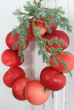 Wreath made of apples, there was a comment on the original pin there was a suggestion to use pomegranates instead of apples because they dry instead of rot. This will be really cute for the holidays!