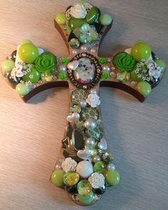 Vintage Cross - Daisy Lime