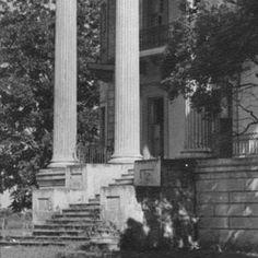 Belle Grove plantation home near White Castle Louisiana :: State Library of Louisiana Historic Photograph Collection Old Southern Homes, Southern Plantation Homes, Plantation Houses, Southern Mansions, Southern Architecture, Revival Architecture, Architecture Old, Historical Architecture, Old Mansions