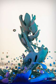 Italian photographer Alberto Seveso (previously featured here) recently created an awesome new series of photos entitled Dropping. For this series Alberto dropped vivid shades of acrylic paint into water and used high-speed photography to capture the shap High Speed Photography, Abstract Photography, Colossal Art, Paint Splash, Jackson Pollock, Pics Art, Motion Design, Illustration Art, Artsy
