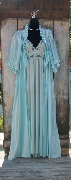VINTAGE HOLLYWOOD GLAM QUEEN MISS ELAINE PEIGNOIR NIGHTGOWN AQUA BLUE  SZ M #MISSELAINESILVERLABEL