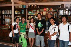 Gäste aus Japan, die gespannt unser Bonbon-Museum besuchten.