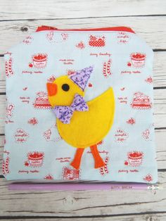 Here's a cute duckie to carry around in your handbag. Use the pouch for small pens, pencils, notebooks, make-up or money of course. Made from two cotton fabrics in a fun country like style in r...