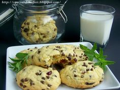 Triple Delight - Chocolate, Coconut and Cranberry Cookies @CurryandComfort