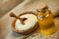 Olej sezamowy – 12 korzyści w pielęgnacji włosów