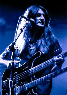Geddy Lee, Rush Great Bands, Cool Bands, Geddy Lee Bass, Heavy Metal, A Farewell To Kings, Rush Music, Rush Concert, Rickenbacker Bass, Rush Band
