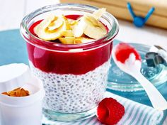 Unser beliebtes Rezept für Chia-Pudding mit Himbeeren und Kokosmilch und mehr als 55.000 weitere kostenlose Rezepte auf LECKER.de. Low Carb Breakfast, Chia Breakfast, Breakfast Recipes, Dessert Recipes, Paleo Dessert, Overnight Chia Pudding, Quinoa Pudding, Coconut Chia Pudding, Overnight Oats Rezept