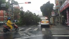 提醒各位鄉親環河南路二段318號左右路樹到榻無法通行請繞道行駛注意安全