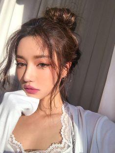 Image about girl in hair by melissa sosa on We Heart It Korean Makeup Look, Asian Makeup, Korean Beauty, Asian Beauty, Beauty Makeup, Hair Makeup, Hair Beauty, Mode Ulzzang, Uzzlang Girl