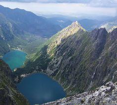 Panorama za szczytu na północ. Dolina Rybiego Potoku,  Czarny Staw i Morskie Oko.