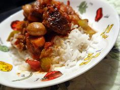 La meilleure recette de Cubes de boeuf façon sauce italienne! L'essayer, c'est l'adopter! 4.8/5 (5 votes), 10 Commentaires. Ingrédients: Mon but, ce n'était pas de faire un bouilli ou ragoût avec mes cubes de boeuf. J'avais envie de faire différent.  J'ai improvisé en pensant faire une recette  un peu comme une sauce à la viande pour servir avec des pâtes ou du riz. Moi j'ai servi avec du riz basmati, c'était full bon :D     INGRÉDIENTS:   2 lbs de cubes d...