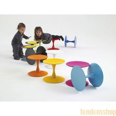 Trissen blev designet af Nanna Ditzel i 1962, og er blevet en af de helt store møbelklassikere. Den lille skammel blev oprindeligt designet som børnemøbel. #design #trisse #nannaditzel #boligindretning #snedkergaarden
