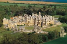 The sister campus of the University of Evansville: Harlaxton Manor, a place in England where the student of UE can live/learn Beautiful Castles, Beautiful Buildings, Beautiful Places, University Of Evansville, Evansville Indiana, English Castles, English Manor Houses, Villa, Historic Homes