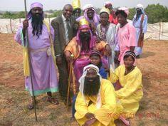 2013/12/12 - Zâmbia - Essas pessoas estavam no drama sobre Esther, que foi promulgada em seu Congresso de Distrito das Testemunhas de Jeová.