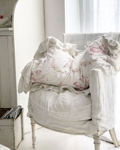 Home Decor Industrial .Home Decor Industrial Shabby Chic Bedrooms, Shabby Chic Cottage, Cozy Cottage, Shabby Chic Homes, Shabby Chic Style, Cottage Living, Living Room, Romantic Room, Romantic Cottage