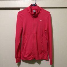 Suéter atlético Nike color rosado . Suéter Nike talla M color rosado buenas condiciones casi nuevo .. Nike Sweaters