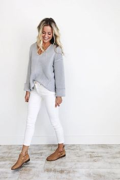 How to wear white jeans in the fall and winter - Mode für Frauen - Best Outfits Style Looks Com Jeans Skinny, Jeans Skinny Branco, White Skinny Jeans, White Skinnies, White Slacks, White Denim Jeans, Distressed Denim, Mode Outfits, Jean Outfits