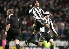 Newcastle United's Nolberto Solano vs Everton