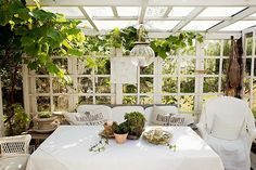 Drømmer du om en udestue, hvor du kan nyde haven på de klare, kølige efterårsdage og lyse men fugtige forårsdage?...