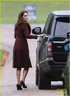 Prince George Princess Charlotte Enjoy Christmas Day Candy Canes At Church Service Photo Kate Middleton And William Are Spending The Holidays