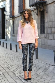 I love the look of this pink chunky sweater with printed pants.