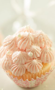 White Chocolate Pink Champagne Cupcakes   Soft, fluffy, white chocolate mini champagne cupcakes are topped with a light and creamy pink champagne buttercream frosting for the perfect treat!!