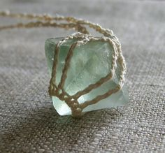 "Diy Jewelry : Cool Idea… fluorite stone ""set"" inside a macrame/knit/crochet ""bezel"" w/ cord chain… -Read More – Crochet Stone, Hand Crochet, Knit Crochet, Crochet Case, Quartz Crystal Necklace, Crystal Jewelry, Crystal Pendant, Stone Jewelry, Pearl Jewelry"