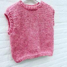 Strikkeopskrift: Vest med rund hals fra Wooltimo   costume.dk Knitwear, Knitting Patterns, Knit Crochet, Costumes, My Favorite Things, Elegant, Sewing, Sweaters, Baby
