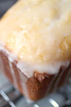 This lemon loaf cake is a delicious lemon cake, glazed with a lemon syrup and drizzled in a lemon glaze. If you like lemon this cake is for you! Lemon Desserts, Lemon Recipes, Just Desserts, Delicious Desserts, Cake Recipes, Dessert Recipes, Yummy Food, Bread Recipes, Cooking Recipes