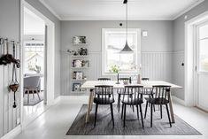Keltainen talo rannalla: Tunnelmallisia koteja Fine Dining, Dining Area, Dining Room, Kitchen Dinning, Scandinavian Interior, Home Kitchens, Interior Design, Architecture, Table
