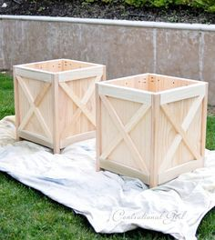 criss cross planters DIY with measurement and angle cuts. I am thinking about a top with hinge for a side table or nightstand.