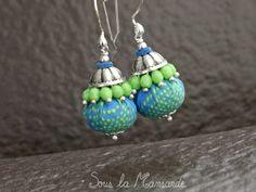 Boucles d'oreilles textile, bleu et vert pomme, bijou fantaisie d'été léger en perles et tissu : Boucles d'oreille par souslamansarde