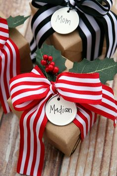 Christmas Gift Wrapping Ideas from Brown paper packages tied up with string, these are a few of my favorite things! Wrapping Ideas, Wrapping Gift, Creative Gift Wrapping, Christmas Gift Wrapping, Diy Christmas Gifts, All Things Christmas, Creative Gifts, Holiday Crafts, Christmas Decorations