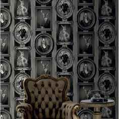 """Papier peint vinyle sur intissé """"Cadres animaux"""" noir, 16,90 euros, rouleau de 10 m x 0,53 cm, Leroy Merlin."""