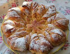 Pan Brioche a fiore Croissants, Challah, Italian Desserts, Italian Recipes, Breakfast Recipes, Dessert Recipes, Savory Scones, Bread Shaping, Louisiana Recipes