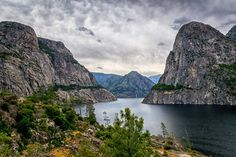 Hetch Hetchy reservoir landscape view