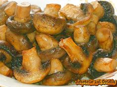 ciuperci sote Cucumber, Cookie Recipes, Shrimp, Bacon, Stuffed Mushrooms, Food And Drink, Meat, Vegetables, Cooking