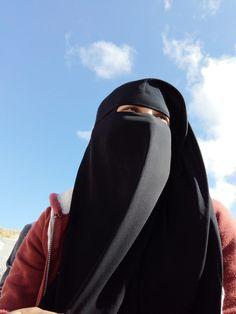 Beautiful Hijab Girl, Beautiful Muslim Women, Hijab Niqab, Muslim Hijab, Stylish Hijab, Hijab Chic, Arab Girls Hijab, Muslim Girls, Niqab Fashion