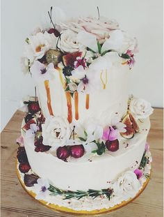 flowers, figs, & drizzles OH MY! stunning cake by @lovelyfrancesca