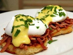 How to Make Hollandaise Sauce in a Small Batch