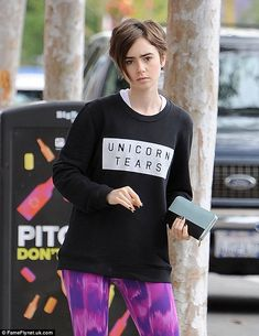 Barefaced beauty: Make-up free Lily Collins puts on a leggy display as she steps out in neon pink workout gear for gym session Lily Collins, Lilly Collins Hair, Tomboy Hairstyles, Undercut Hairstyles, Pixie Hairstyles, Pixie Haircut, Barefaced Beauty, Brunette Pixie, Grown Out Pixie
