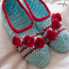 Posy Toes Slippers - the perfect slipper for spring and summer! So cute! Free #crochet pattern.