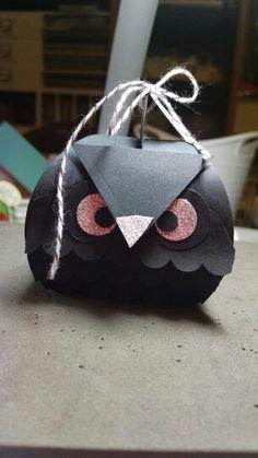 My cute owl box ! Made with the curvy keepsake framelit.